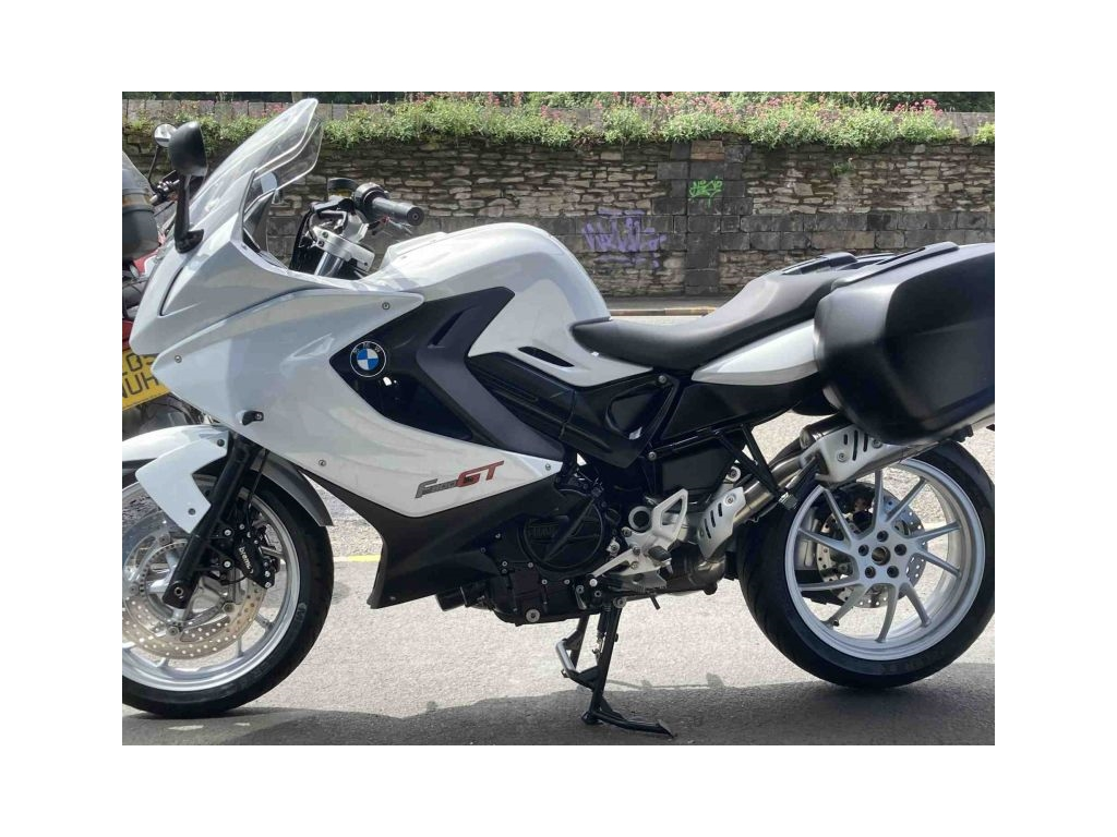 2013 BMW F800GT WHITE (REDUCED TO CLEAR) - Image 4