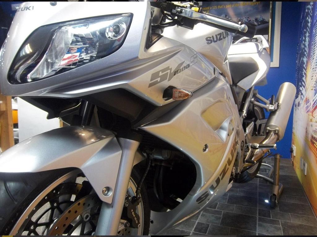 Suzuki SV 1000 S K3-S Sport/Tourer - Image 6